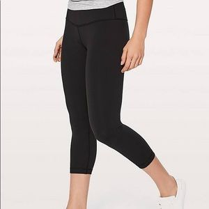 Lululemon Wunder Under Crops - Black Size 4